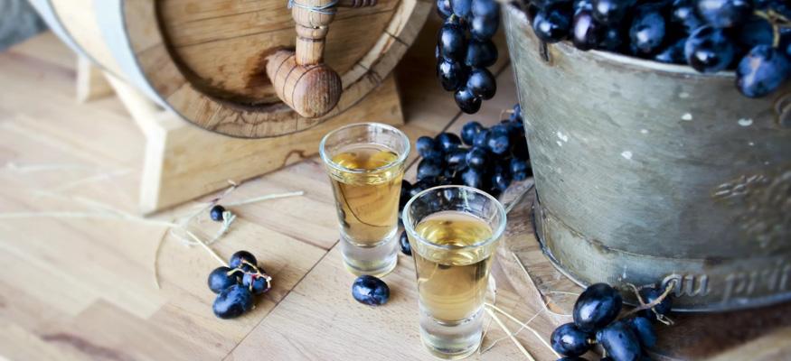 Рецепт настойки из винограда на водке (спирту, самогоне)